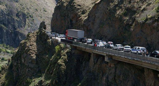 В Грузии автобус с людьми упал с 400-метровой высоты, есть погибшие
