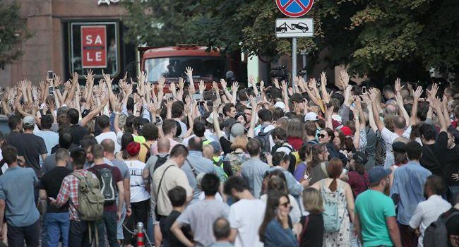 «Путин – ху*ло!»: на массовом митинге в Москве россияне «опустили» Путина «ниже плинтуса»