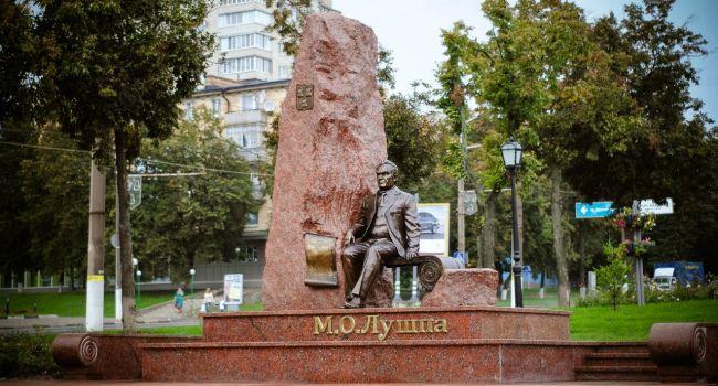 На Сумщине не собираются прощаться с памятником коммунисту