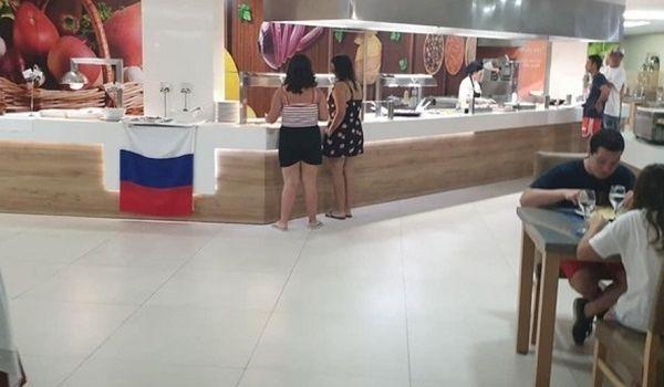 Украинских туристов жестко оскорбили в Испании из-за России: подробности скандала