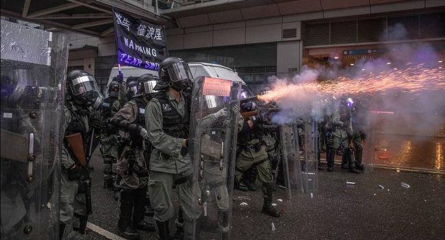 Разгон демонстрантов в Гонконге: полиция начала стрелять демонстрантов