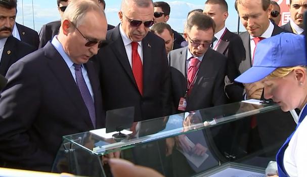 «Конфуз по-русски»: Путин купил Эрдогану мороженое у «майора ФСБ»