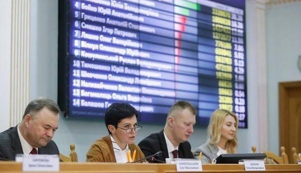 Замы главы ЦИК в августе получили полмиллиона гривен зарплаты