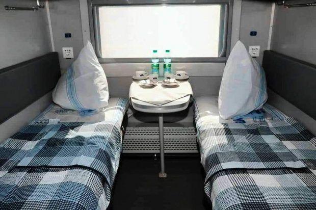 В «Укрзализныце» показали первый обновленный плацкартный вагон