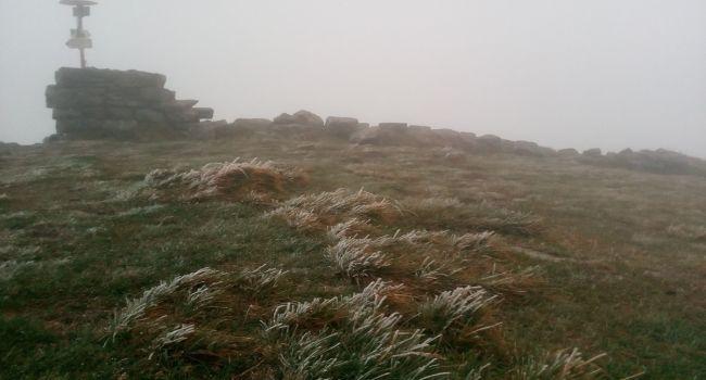 Начались заморозки и пошел снег: В Карпатах резко ухудшилась погода