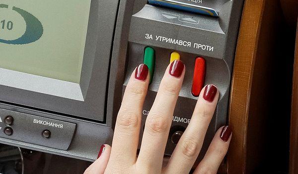 Депутатов партии «Слуга народа» наказали за кнопкодавство