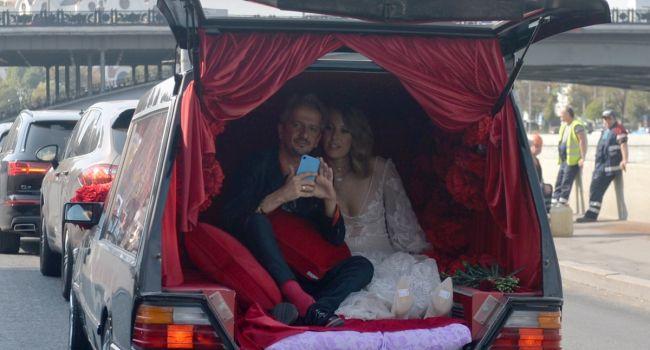 «Чтоб видела страна, что бал в России правит сатана»: Российская поэтесса раскритиковала свадьбу Богомолова и Собчак