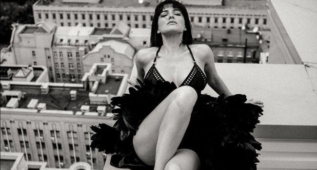 «Я бы так не смогла на крыше»:  Даша Астафьева опять поразила своих фанатов откровенным фото