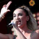 «Мир сошел с ума! Какая певица? Люди вы больные вместе с ней»: Оля Бузова стала лучшей певицей российского шоу-бизнеса