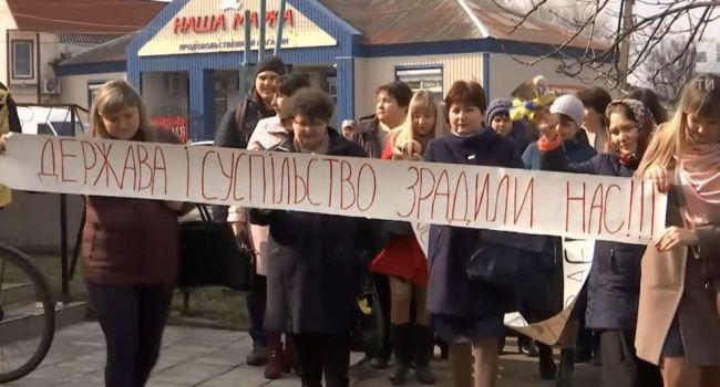 Пока школьники наслаждаются каникулами, их учителя готовятся к массовой забастовке