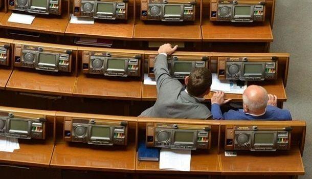 С сегодняшнего дня действует закон о санкциях для нардепов