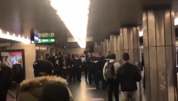 Российские фанаты во всей красе отличились в Будапеште: властям города пришлось задействовать конную полицию