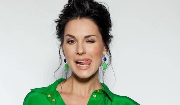 «Какая же Вы красивая»: Маша Ефросинина показала утреннее фото в пижаме