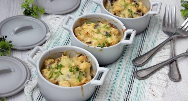 Горячие блюда на Новый год: ароматный жульен с грибами и курицей