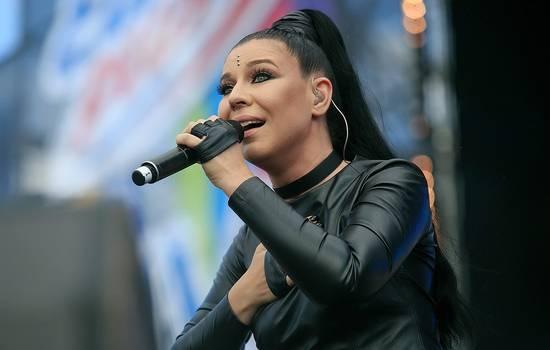 «Грустная и уставшая»: певица Елка шокировала сеть, показав свое лицо вблизи