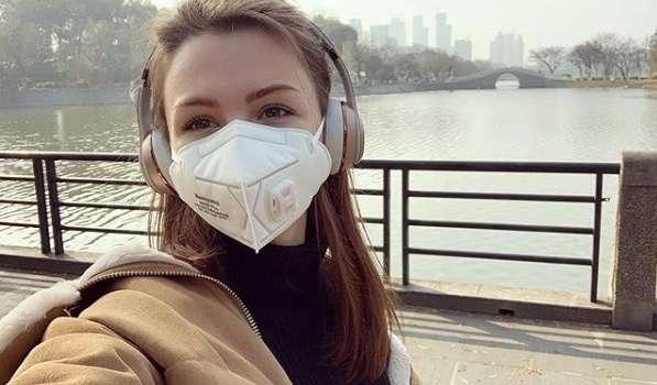 «Я решил вам лично позвонить, потому что для меня это очень важно»: Зеленский по телефону успокоил украинку, которую оставили в Китае из-за собаки