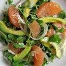 Диетическое блюдо дня: оригинальный салат с лососем и авокадо