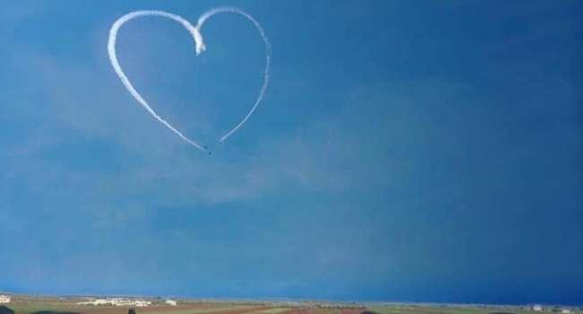 Пара турецких Ф-16 сделала сердечко на прощание, отбомбившись по российско-асадовским позициям