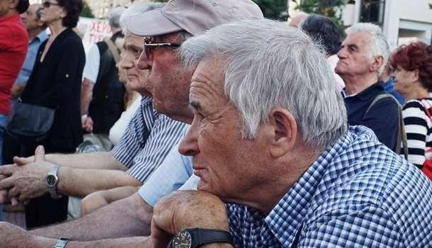 В Минздраве призвали пожилых украинцев не выходить из дома