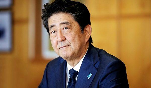 Безделье во время карантина: японцы раскритиковали отдых своего премьера