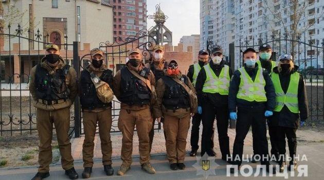 «Благодатный огонь в Украине»: Полиция тщательно смотрит за порядком у храмов в Киеве