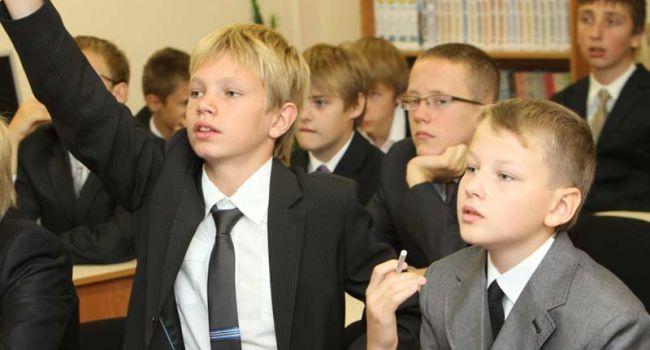 В Беларуси возобновили учебный процесс в школах