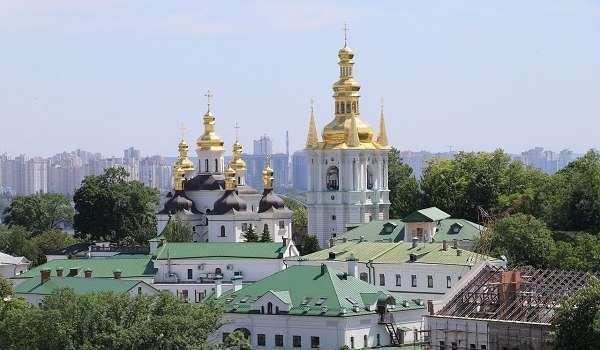 Коронавирус не отступает в Киево-Печерской Лавре: заразились еще 20 семинаристов