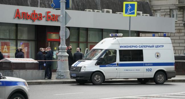 «Смерть – это единственный самый а*уенный подарок в жизни»: мужчина, захвативший банк в Москве, вел беседу с одним из своих заложников