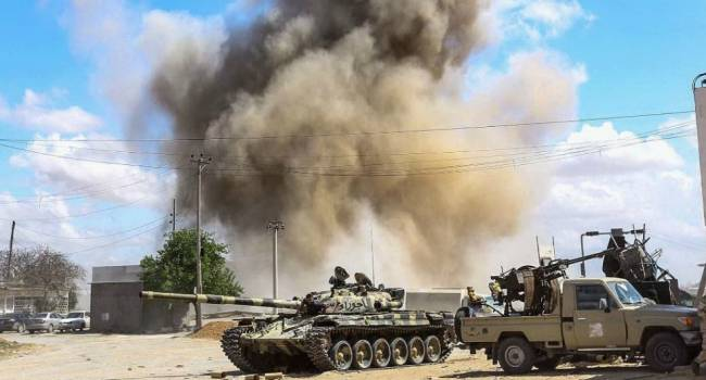 «Реально жарят россиян. Идут дерзкие бои»: В Ливии войска Хафтара и наемники РФ теряют ключевую позицию