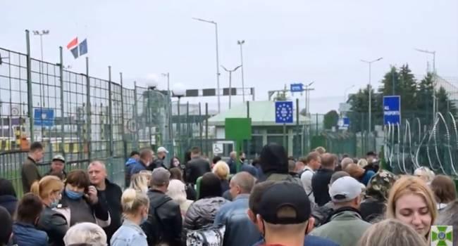 «Украинцы рвутся в Польшу сумасшедшими темпами»: На границе с Польшей собрались сотни человек в очереди