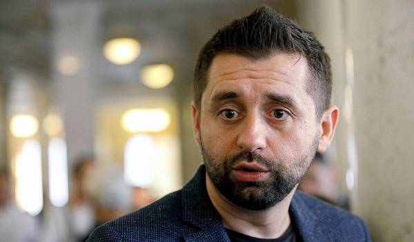 «В юмористическом стиле»: Арахамия прокомментировал скандал из-за разговора об Аллахвердиевой