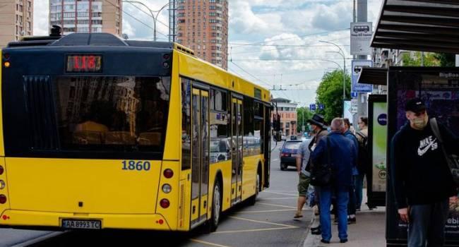 «Ходите теперь пешком»:  В Киеве отменили льготный проезда в общественном транспорте