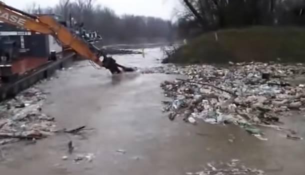 Какой позор: венгры призвали Зеленского разобраться с мусором из Закарпатья