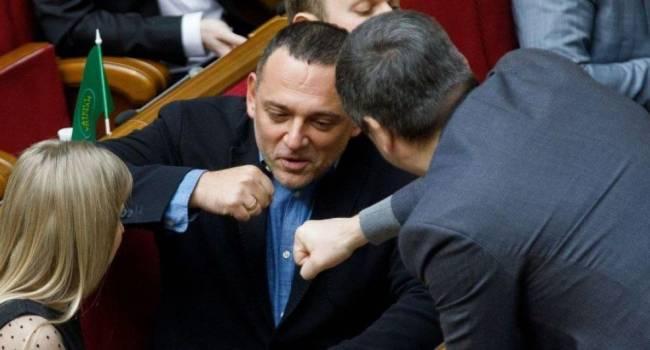 Бужанскому не столь нужен сам языковой закон, ему нужен хайп перед выборами мэра Днепра, где он будет баллотироваться, – политолог