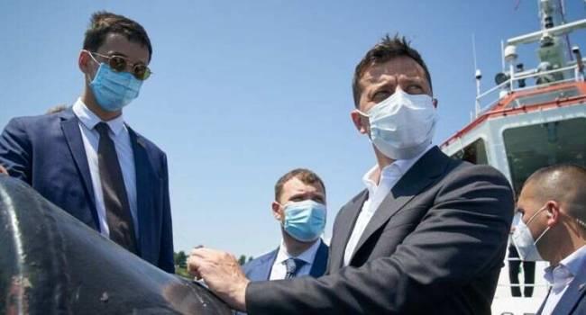 Блогер: в 21-м веке они с помощью резинки от дедовых трусов третью неделю вытаскивают танкер