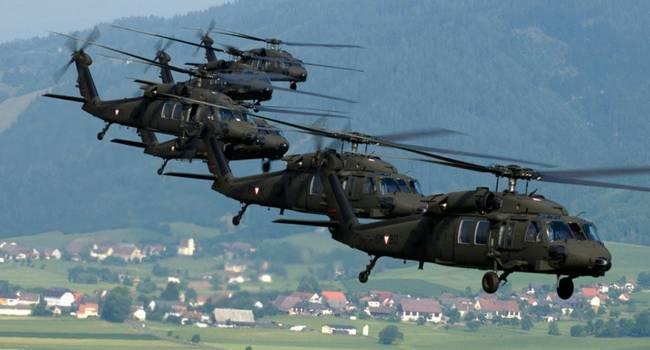 «Знак Путину?»: «Машины смерти» Black Hawk и Apache прибыли к границе с Беларусью. Батальон американских военных на подходе