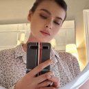 «Девчонка совсем»: Елена Темникова удивила сеть своим селфи, показав лицо вблизи