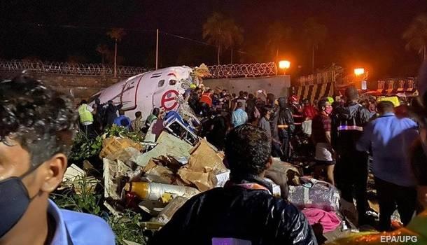 Из-за неудачной посадки самолет с 200 пассажирами разорвало пополам, много жертв