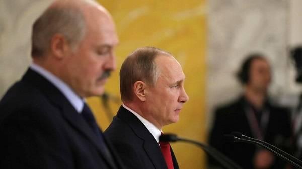 «Слезно кинулся звонить: Вова, спасай!»: в Беларуси рассказали, как Путин помог Лукашенко