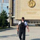 Лукашенко в очередной раз заметили с автоматом в руках