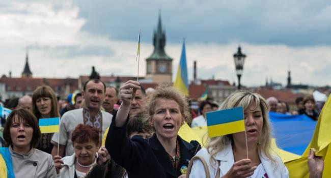 Журналист: по соцопросу украинцы самые несчастливые в Европе – избрали «новые лица», а все равно счастья нет
