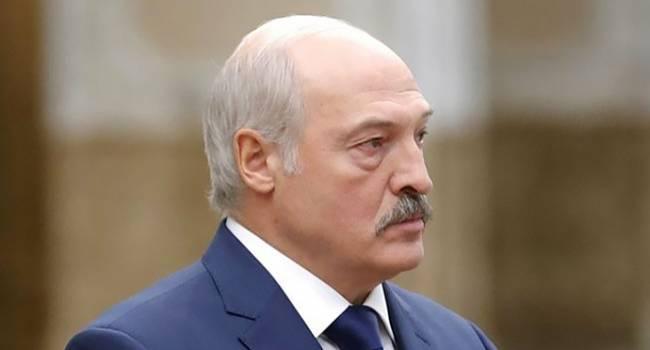 Обозреватель: Лукашенко сильно напуган, уже даже не слишком надеется на российскую помощь