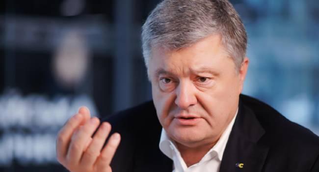 Политолог: против Порошенко открыли дела по тем обвинениям, которые постоянно озвучивают в Кремле