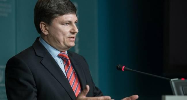 Герасимов: Агрессору нужно, чтобы у Украины не было «безвиза» - это поможет ментально подготовить украинцев к возвращению в СССР-2