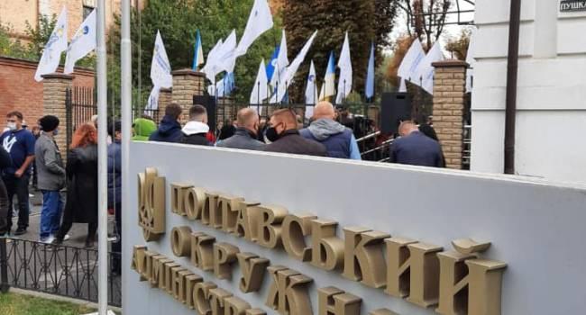 Почти 8 часов понадобилось суду, чтобы допустить в Кременчуге «ЕС» на выборы