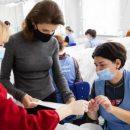 Фонд Порошенко снова включился в работу по защите врачей от COVID-19: в Чернигове заработал цех по производству защитных костюмов