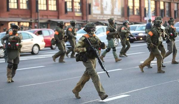 Центр Минска уже оцеплен силовиками и спецтехникой