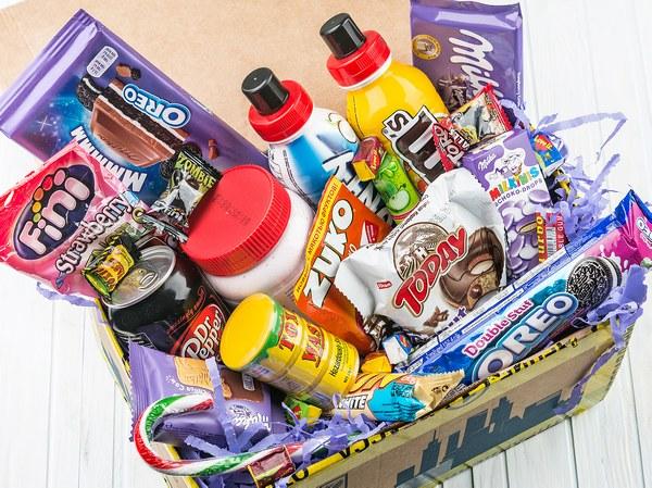 Большой ассортимент сладостей и напитков из США и Европы