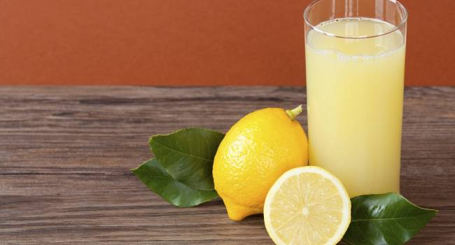 «Боится кислотности»: доктор из Израиля рассказал об эффективности лимонного сока при коронавирусе