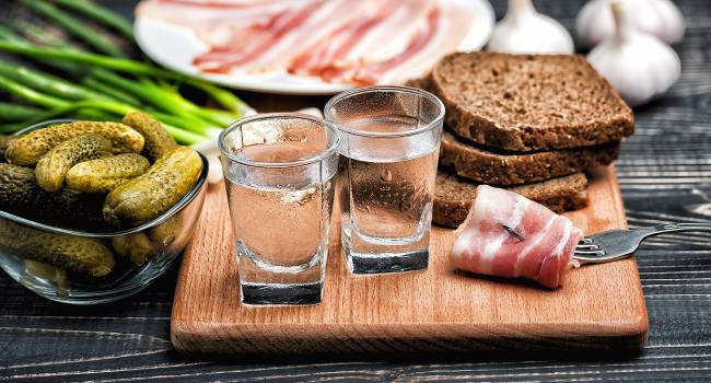 «Если уже заболели»: терапевт назвал запрещённые напитки и продукты при коронавирусе